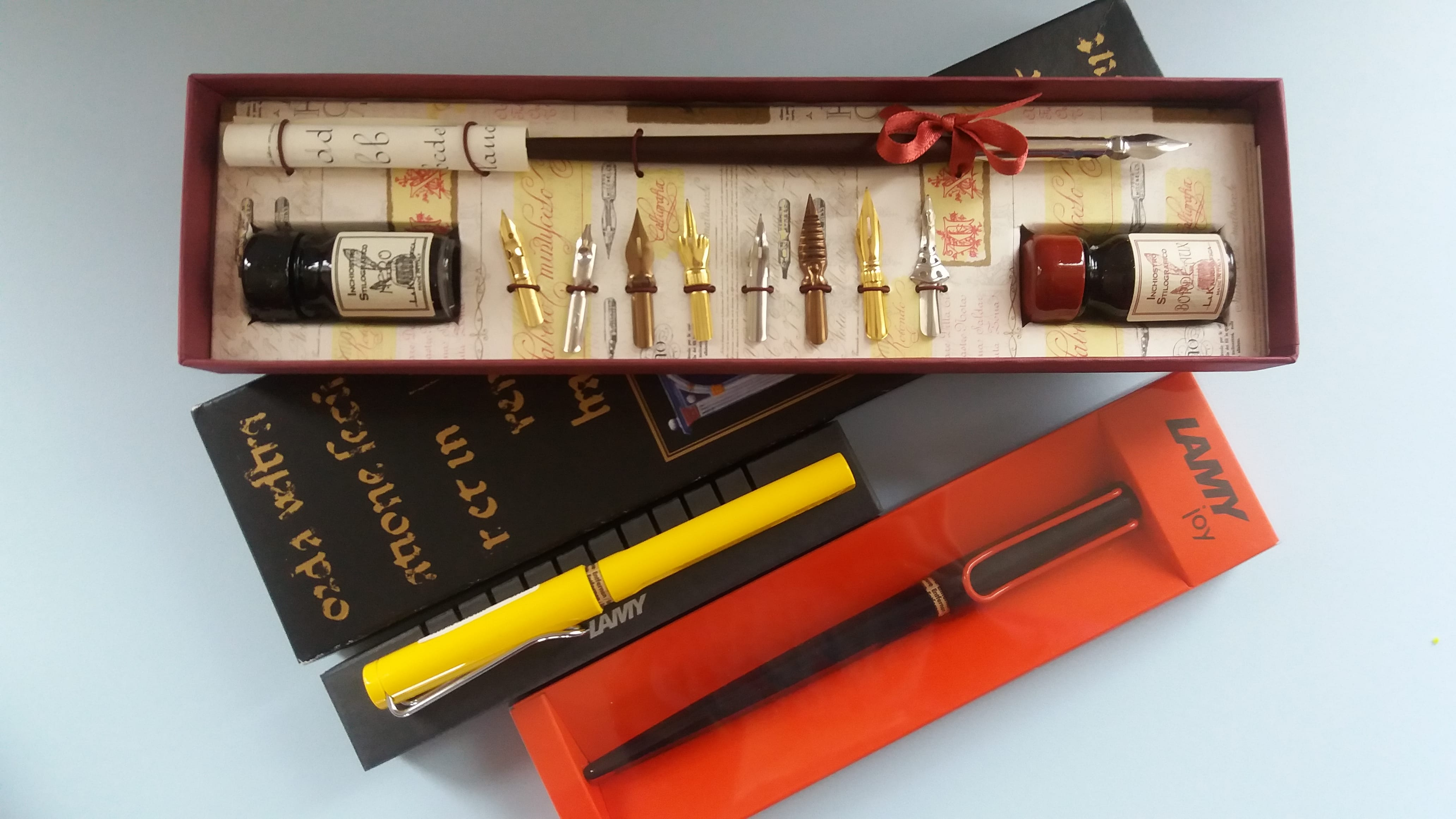 CY3924723000-coles-calligraphy-wooden-pen-set-with-5-nibs-and-ink